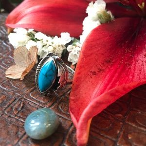 Lovely Vintage Sterling Silver Blue Turquoise Ring